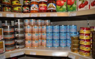 Как уберечь себя и что делать при отравлении консервами?