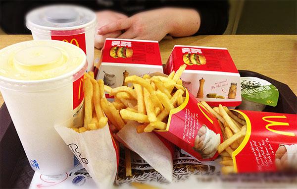 Поднос с едой из Макдоналдс