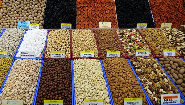 Продажа орехов на рынке