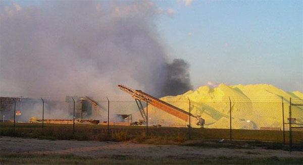 Пожар на складе серы